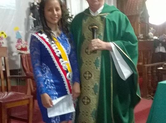 LA FLAMANTE REINA PRESENTE EN MISA DOMINICAL - OFRECIÓ SU REINADO A DIOS.